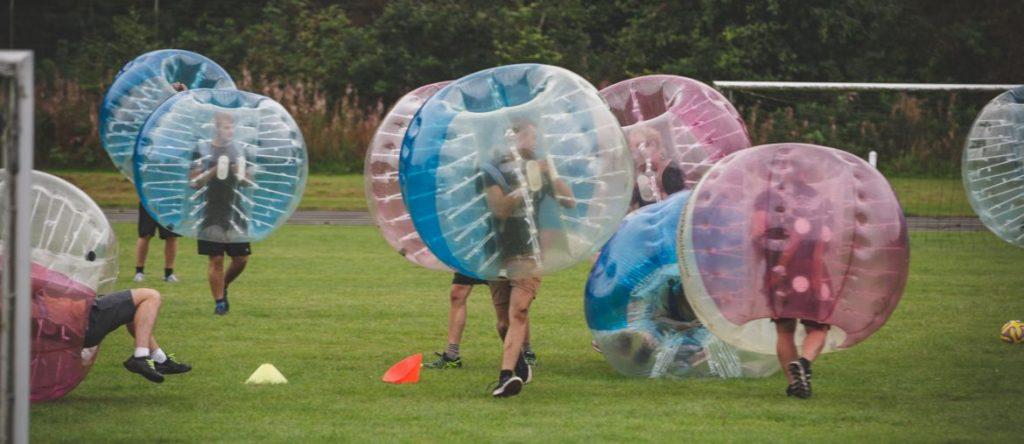 polterabend ideer til mænd - Bumper ball turnering