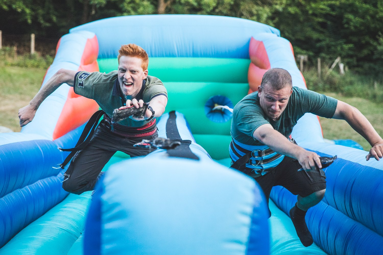 7 hysterisk sjove familiefest lege & aktiviteter