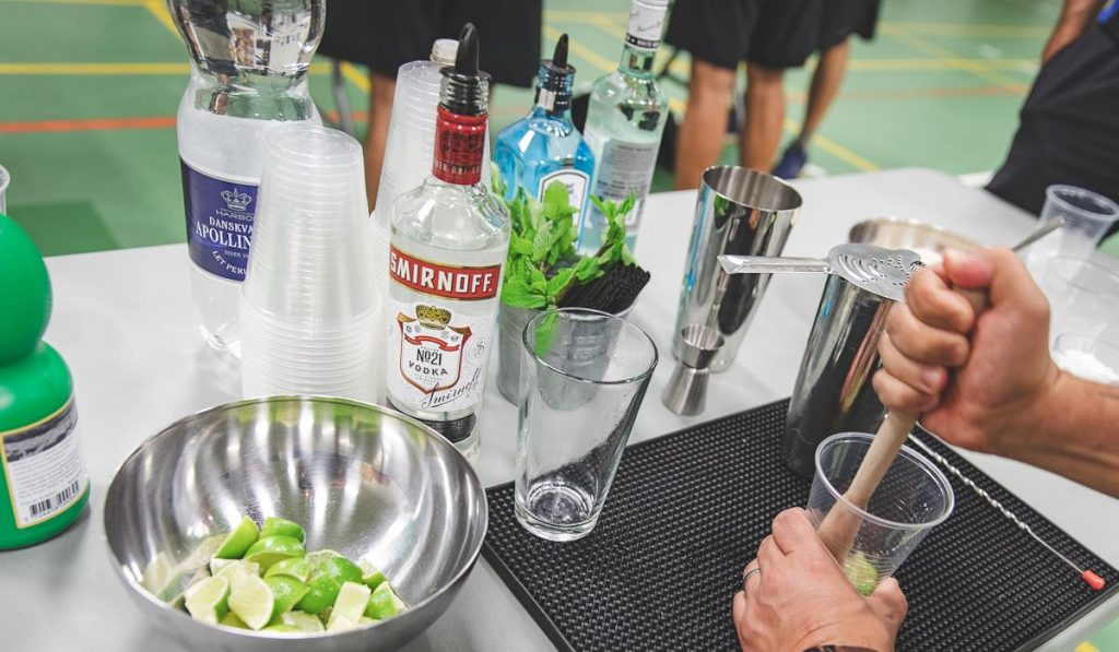 firma event med cocktail kursus